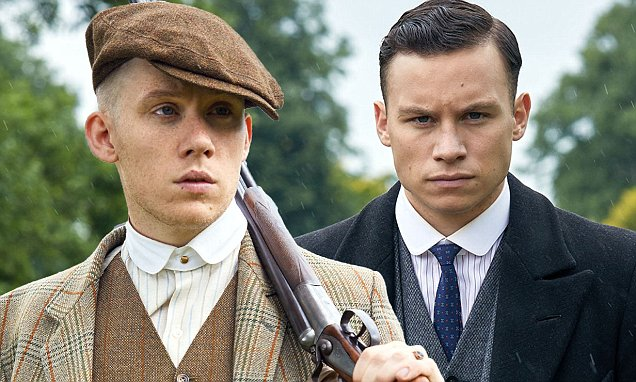 Joe Cole como John Shelby e Finn Cole como Michael Gray.